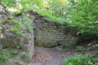 Torza dávných zdí.