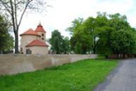 Rotunda a hřbitov na Budči.