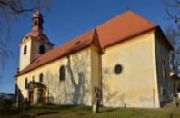 Kostel od jihu.
