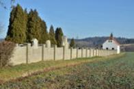 Zdejší hřbitov.