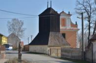 Zvonice u kostela sv. Petra a Pavla.
