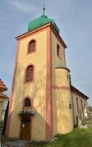 Věž kostela Všech Svatých.