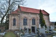 Kostel sv. Víta.na hřbitově.