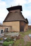Dřevěná zvonice ze 16. století.
