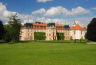 Zdejší zámek - oblíbené místo odpočinku našich prezidentů.