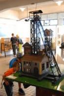 Model těžní věže.