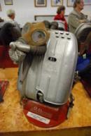 Dýchací přístroj z roku 1930.