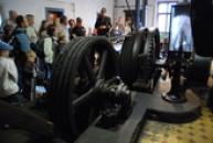 Pohled na těžní stroj Kooepe.