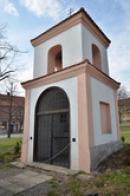 Kaplička se zvoničkou.