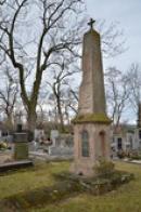 Pomník na hřbitově.