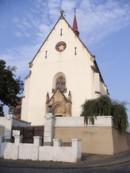 Průčelí kostela svatého Jiří.