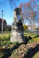 Památník v centru obce.