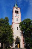 Pohled na věž kostela sv. Markéty.
