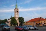 Kostel svaté Markéty na náměstí.
