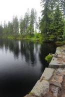 Hráz jezera.