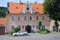 Budova zdejší radnice.
