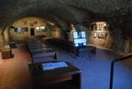 Výstava v bývalých konírnách hradu.
