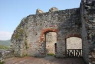 Zdi ve vrchních patrech hradu.