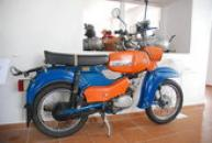 Historický Simson ve zdejším motocyklovém muzeu.