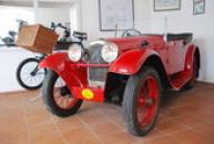 Aerovka červená ve zdejším motocyklovém muzeu.