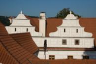 Střechy zámku.