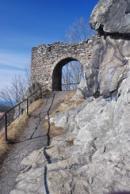 Vstupní brána hradu.
