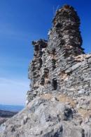 Zbytky hradních zdí...