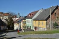 Pohled na Kostelní ulici.