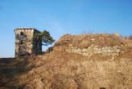 Příchod na zříceninu dávného hradu.