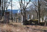 Vchod na hřbitov.