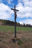 Kříž u silnice na Žlutice.