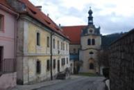 Fara a kostel sv. Petra a Pavla.