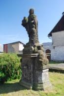 Socha před bazilikou Minor.