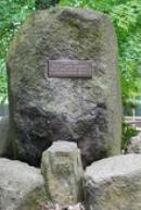 Pamětní kámen na založení ZOO.