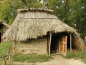 Roubený slovanský dům z 9. století.