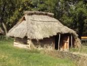 Roubený slovanský dům z 9. století na našem území.