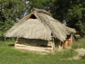 Roubený dům starých Slovanů z 9. století.
