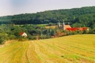 Pohled na klášter v Dolním Ročově.