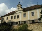 Barokní zámek postaven počátku 18. století.