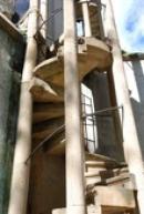 Detail stavby pseudogotické rozhledny.