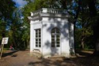 Goethův pavilón v zámeckém parku.