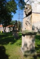 Barokní socha u kostela sv. Martina.
