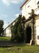 Brána do lánského zámku.