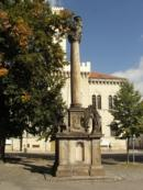 Sousoší Piety na náměstí.