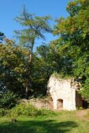 Zbytky hradní věže.