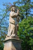 Barokní pískovcová socha madony.