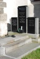 Hrob českého básníka Konstantina Biebla.