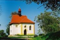 Kaple u hřbitova v Tuchořicích.