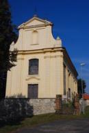Zdejší kostel Nanebevzetí Panny Marie z konce 13. století.