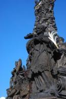 Detail morového sloupu na Náměstí svobody.